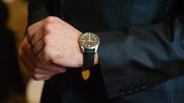 Mand i jakkesæt med lækkert ur