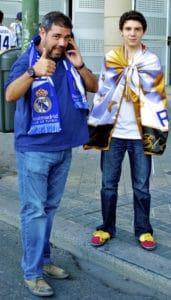 real-madrid-fans-foran-stadion-paa-vej-til-fodboldkamp