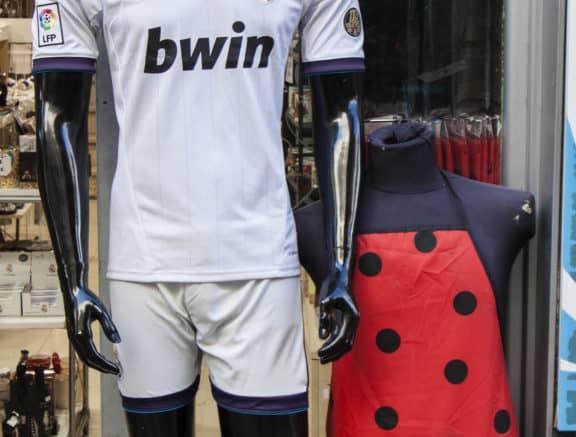 real-madrid-fodboldtroeje-paa-manequin